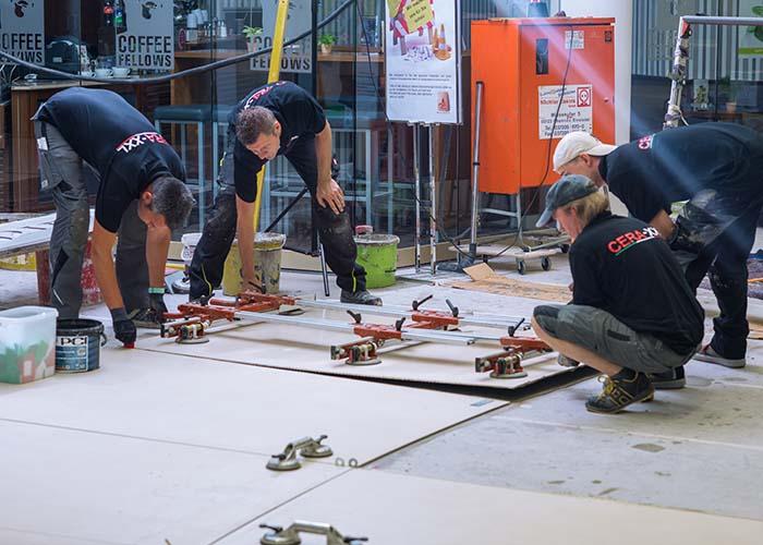 Bodenfliesen Verlegung im Chemnitzer Einkaufszentrum Roter Turm