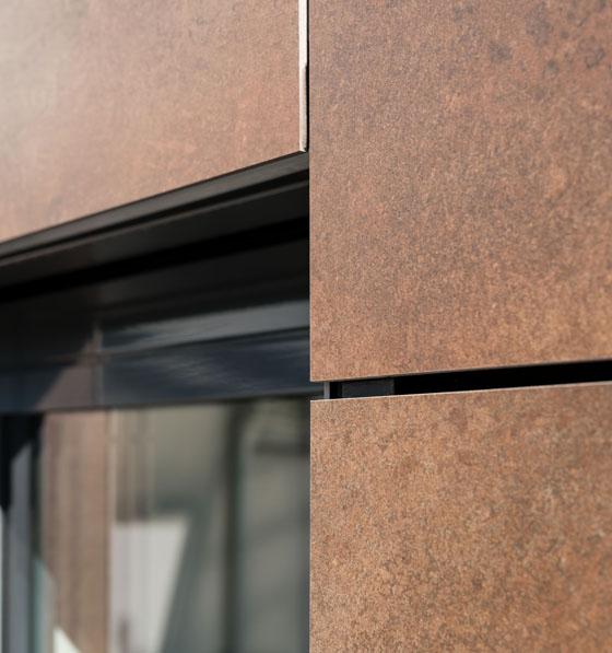 Grossflaechenkeramik-Fassade-Fenstereinfassung